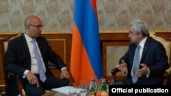 Armenia - President Serzh Sarkisian (R) meets with France's Secretary of State for European Affairs Harlem Desir in Yerevan, 25Apr2016.