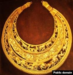 Золота скіфська пектораль – нагрудна прикраса IV століття до нашої ери. Знайдена в кургані «Товста Могила»