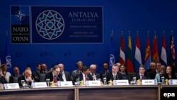 «Мы хотим, чтобы саммит 2016 года имел своей целью расширение (альянса)», – сказал Мевлют Чавушоглу, подводя итоги министерской встречи НАТО в Анталье
