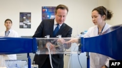 Ղազախստան - Մեծ Բրիտանիայի վարչապետ Դեյվիդ Քեմերոնը Նազարբաեւի անվան համալսարանում, 1-ը հուլիսի, 2013թ.