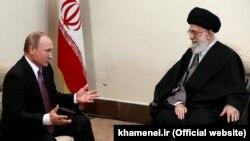 Vladimir Putin və Ayatollah Ali Khamenei