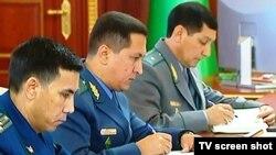 Türkmenistanyň kanun goraýjy edaralarynyň resmileri.