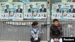 Обилие партий, претендующих на места в парламенте, приводит киргизских избирателей в замешательство