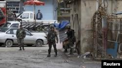 Сирия жасақтары Дамаскінің маңайындағы елді мекенді бақылап тұр, 26 қаңтар, 2012 жыл.