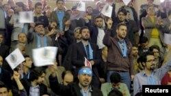 Реформачылардын шайлоо жыйынына келгендер. Тегеран, 18-февраль, 2016-жыл.
