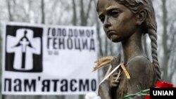 1932-1933-жылдары Украинанын аймагындагы ачарчылыктан төрт миллиондон ашык адам каза болгон.