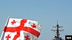 کشتی حامل کمک های آمریکا به مقصد بندر باتومی گرجستان در دریای سیاه.(عکس: EPA)