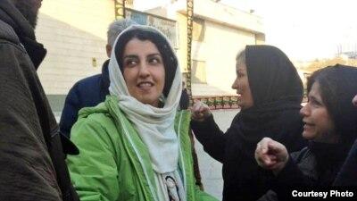 نرگس محمدی به ۱۶ سال زندان محکوم شده، مدتها را در سلول انفرادی به سر برده و به بیماریهای «آمبولی ریه» و «فلج عضلانی» مبتلا است.