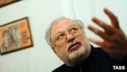 رستم ابراهیم بگف، سینماگری است که بهواسطه نگارش فیلمنامه اثر کلاسیکی مانند «آفتاب سوخته» در جهان شهرت دارد