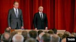 Путин менен Лавров дипломаттар менен жолугушууда.