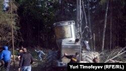 Попытка экологов оставить технику в Химкинском лесу