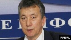 """""""Вечерний Бишкектин"""" жамааты буга чейинки кайрылуусунда президенттин кеңешчиси Фарид Ниязовду да айыпташкан."""