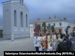 Біля храму Яна Непомука у Рівному