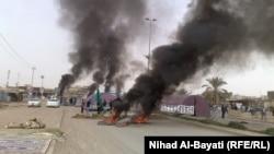 محتجون يحرقون إطارات في منطقة 90 بكركوك