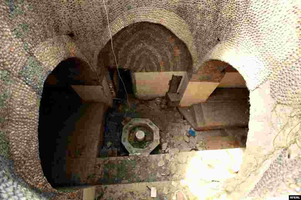 Coratda tərk edilmiş qədim hamam #1
