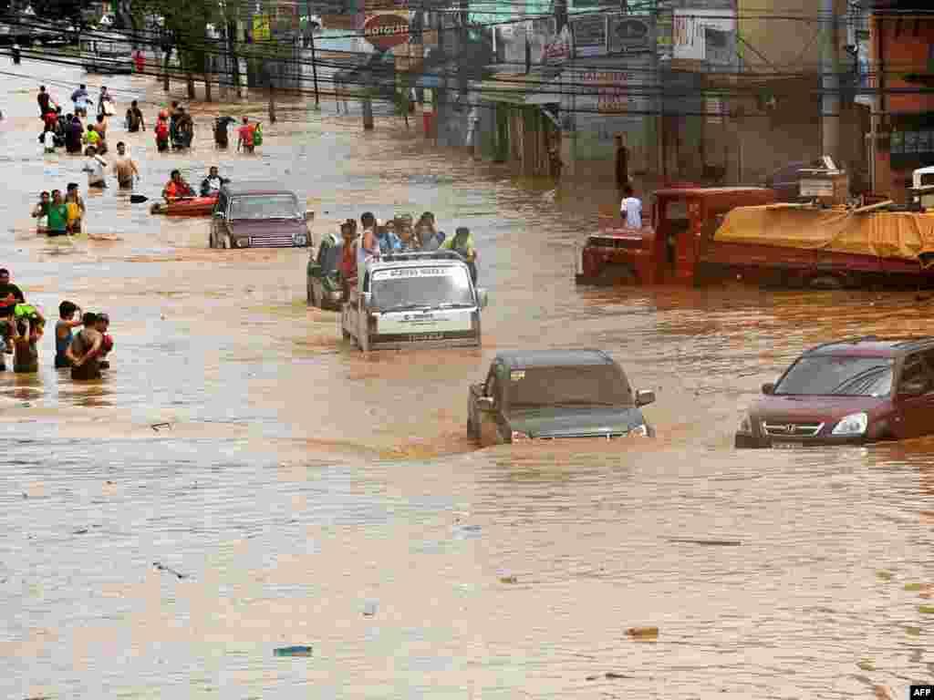 Число жертв тропического шторма на Филиппинах превысило 140