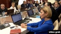 Анна Долидзе на заседании Высшего совета юстиции. В отличии от судейского состава Совета, она выступает за исполнение рекомендаций Венецианской комиссии