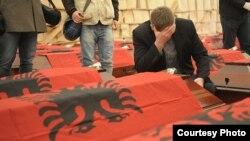 Posmtrni ostaci 46 Albanaca ubijenih u Maloj Kruši 1999.