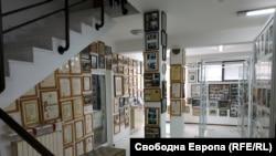В института в Гоце Делчев се помещава най-богатият архив, свързан с българските емигранти от края на 19 до края на 20 век
