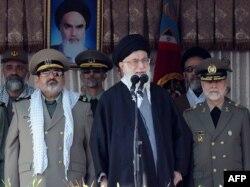 Верховний лідер Ірану аятола Алі Хаменеї промовляє 10 листопада 2011 року в Тегерані, відвідуючи військовий коледж