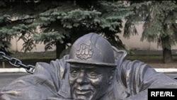 Скульптурар водаправодчыка ў Гомелі