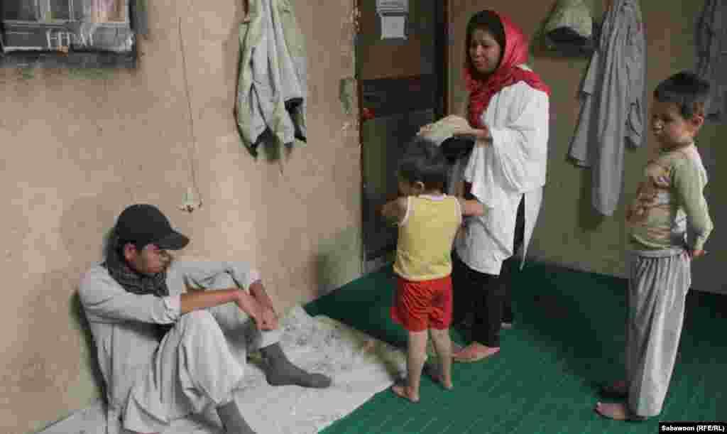Laila Haidari speaks with patients.