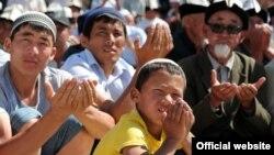 Ош шаарындагы жума намаздардын бири, 12-июнь, 2012.