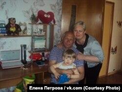 Родители Елены Петровой с ее сыном