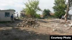 Разрушенный дом в селе Садовое. Карагандинская область, 21 июля 2015 года.