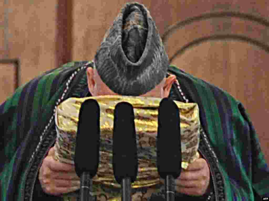 """Әфганстан президентының вазыйфага керешү тантанасы үтте - Карзаи мөкатдәс ислам диненә тугры булырга, конституцияне һәм башка кануннарны үтәргә"""" ант итте"""