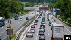 Ежегодно зарубежные автовладельцы совершают примерно 170 млн поездок по дорогам Германии, подсчитали в Министерстве транспорта страны