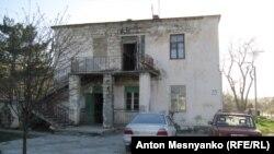Аварийный дом в поселке Поворотный