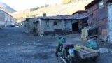 Село Ащысай находится в 260 километрах от административного центра Южно-Казахстанской области города Шымкента и в 56 километрах от города Кентау.В прежние времена это был поселок городского типа с населением 18 тысяч жителей. Сейчас это село, где живет чуть более двух тысяч человек.<br />