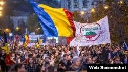 La un protest al românilor în străinătate, înaintea turului doi al alegerilor prezidenţiale din România