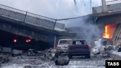 Разрушенный Путиловский мост в районе Донецкого аэропорта