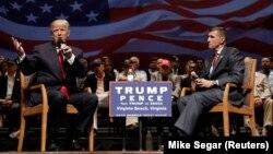 Donald Trump (majtas) dhe gjenerallejtënant Michael Flynn