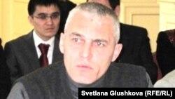 Руслан Оздоев - түрмөдө көз жумган Шамил Ярославлевдин агасы. Астана, 23-ноябрь, 2011
