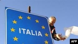 novi znak na granici Italije i Slovenije nakon ulaska ovih zemalja u Šengen zonu