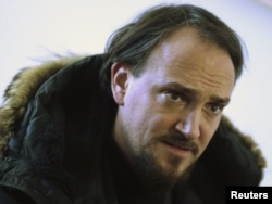 Cyril Tuschi, realizatorul filmului, la o conferință de presă la Berlin