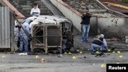 Остатки автобуса, Стамбул, 1 марта 2012