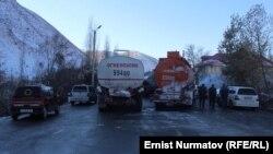 Перекрытие автотрассы Ош-Иркештам в Гульча, 22 ноября