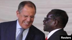 Президент Зимбабве Роберт Мугабе и глава МИД РФ Сергей Лавров