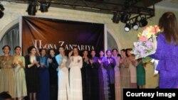 """Идея создать линию одежды, стилизованную в национальном, абхазском духе неслучайна в творчестве Илоны Зантария. Темой ее дипломной работы была коллекция одежды """"Легенда гор"""", выполненная по мотивам абхазского народного костюма"""