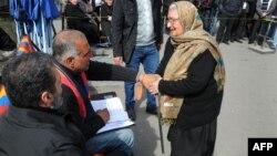 Րաֆֆի Հովհաննիսյանը հացադուլ է անցկացնում Ազատության հրապարակում, 12-ը մարտի, 2013թ.