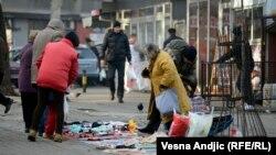 Kupovina polovne robe na ulicama Beograda