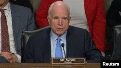 Dinləməyə senator John McCain sədrlik edir