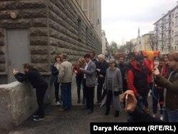 Друзья и родные пришли встретить Дарью Кулакову после освобождения