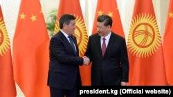 Пекин, апрели соли 2019. Президенти Қирғизистон Сооронбой Ҷеенбеков бо ҳамтои чиниаш Си Ҷинпин