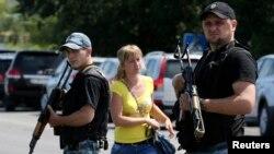 Пророссийские сепаратисты патрулируют улицы Шахтерска
