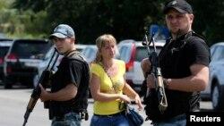 Иллюстрационное фото. Пророссийские сепаратисты на улицах Шахтерска, июль 2014 года